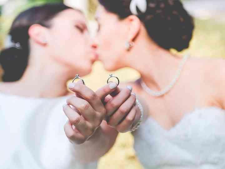 Una boda con dos novias: cómo coordinar su vestuario