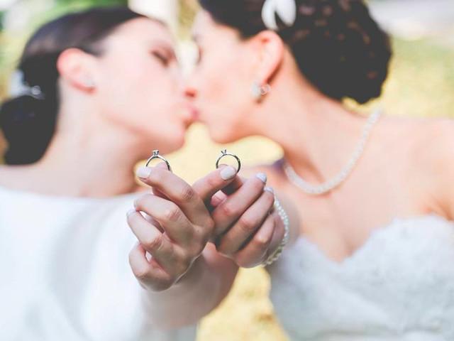Una boda entre dos mujeres: cómo coordinar el vestuario de las novias