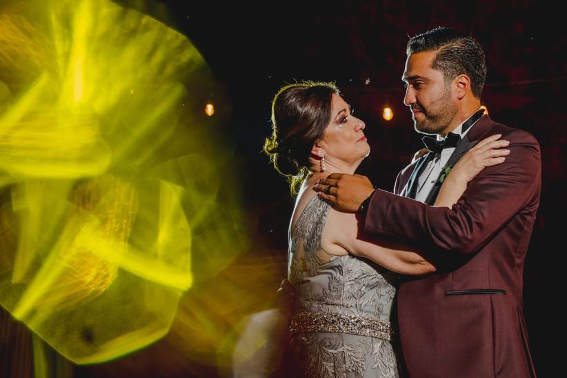 15 Canciones Para El Baile Del Novio Con Su Mamá Se Vale Emocionarse Bodas Com Mx