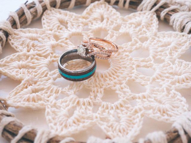 ¿Anillos de matrimonio iguales o diferentes?