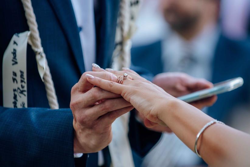 En Qué Mano Van Los Anillos De Compromiso Y De Matrimonio Bodas Com Mx