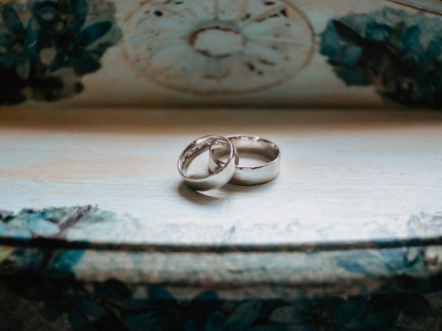 60 textos para grabar en los anillos de boda, ¿cuál es su favorito?