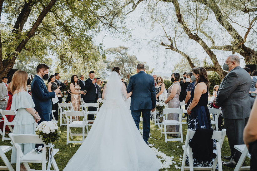 Novia entrando a la ceremonia de boda