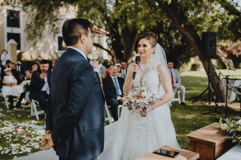 novia declara votos de matrimonio en ceremonia