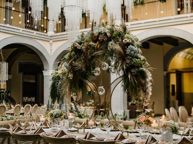 Centros de mesa para boda altos: 4 aspectos claves para elegirlos