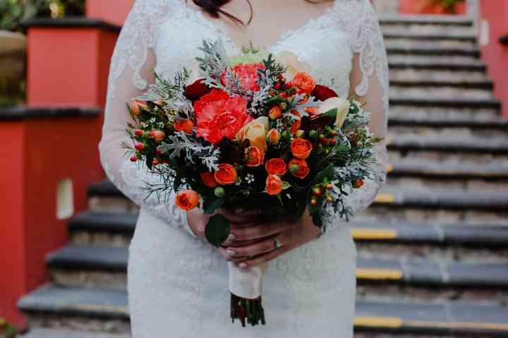 ramos de novia para otoño con mini rosas