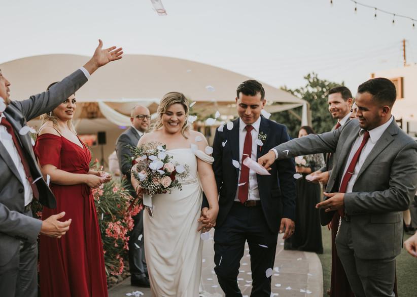 salida de novios de la ceremonia boda