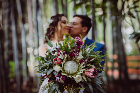 7 tipos de proteas para bodas: úsenlas en la decoración y su look nupcial