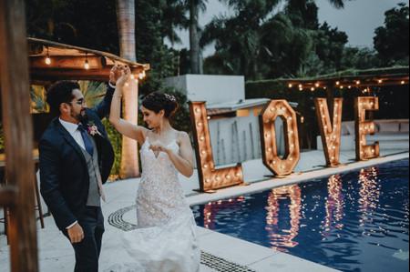 Música local por género: 50 canciones para escuchar en pareja o para bailar en la boda