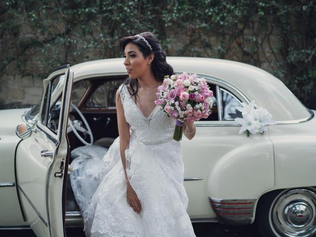 Tips para entrar y salir del auto nupcial sin arruinar tu look de novia