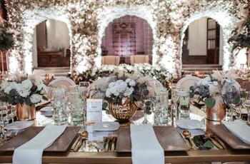 ¿Cómo acomodar una mesa formal para boda?