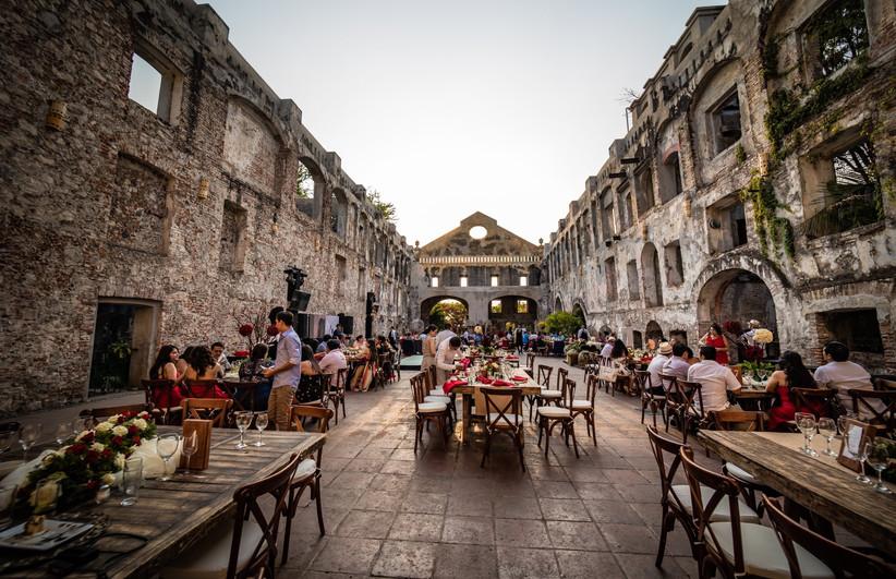 haciendas para casarse en México mesas al aire libre con invitados