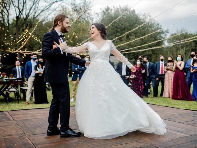 40 canciones retro para su boda: ¡todos a bailar!