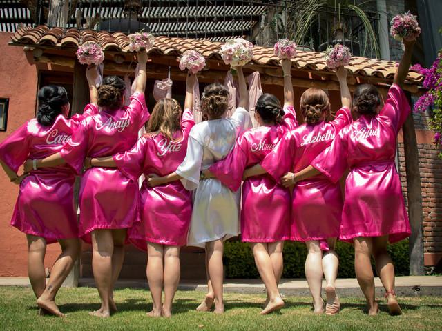 La bata de novia: la equipación del 'bride team' en 75 imágenes