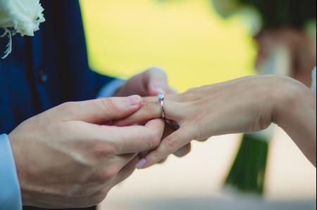 55 anillos de compromiso de oro blanco para todos los gustos