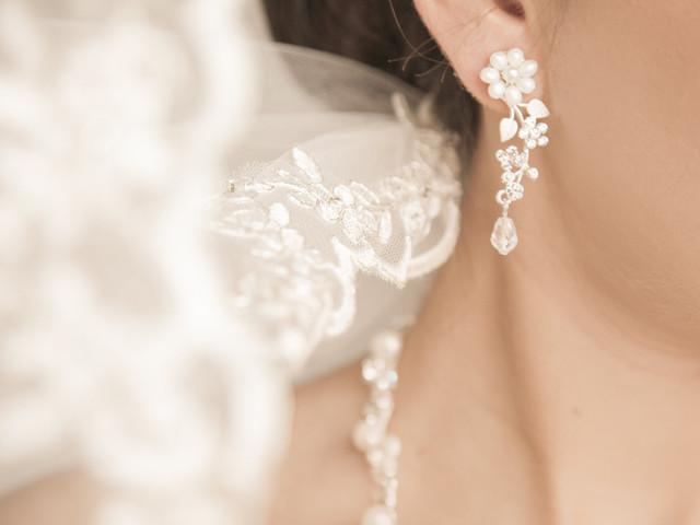10 tipos de aretes de novia: completa tu look nupcial