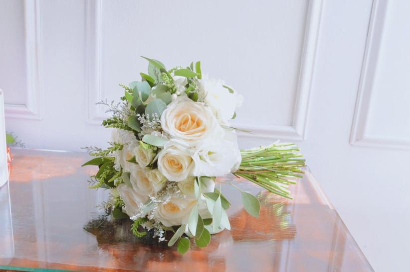 ramo de novia con flores blancas para boda