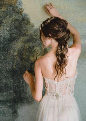 Lucinda, Claire Pettibone