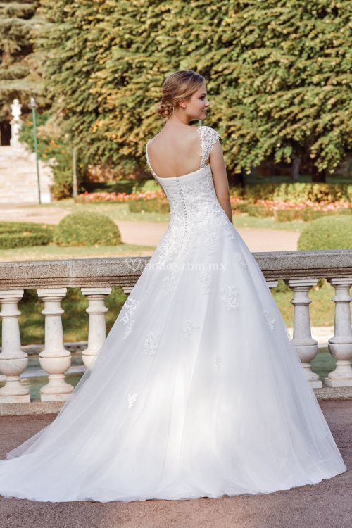 44126_, Sincerity Bridal