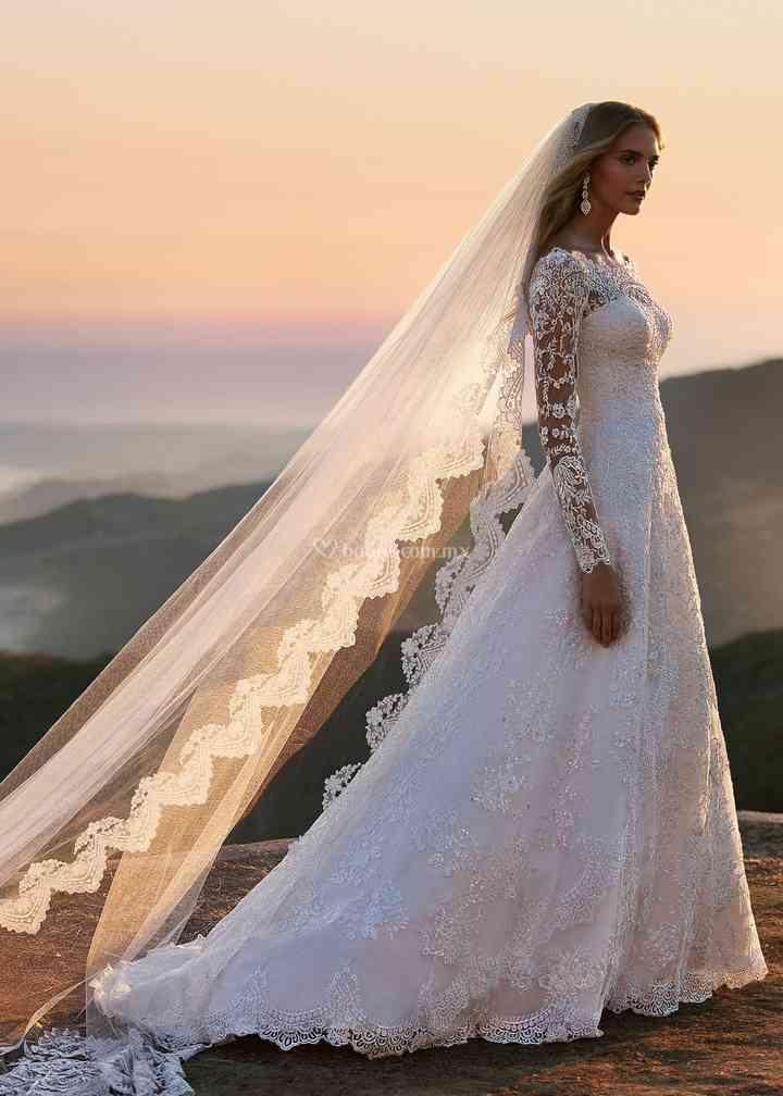 8000099, David's Bridal: Oleg Cassini