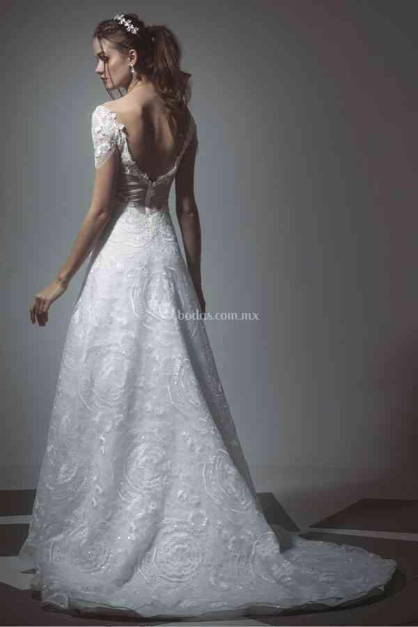 17, Tiscareno Bridal Couture