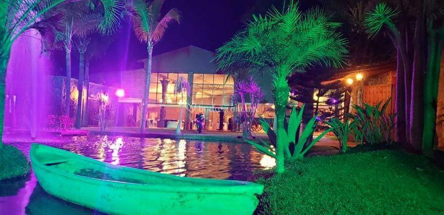 Lago y panguita decorativa