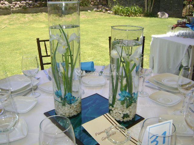 Centros de mesa para boda con velas flotantes 4 portal for Fotos de mesas de bodas