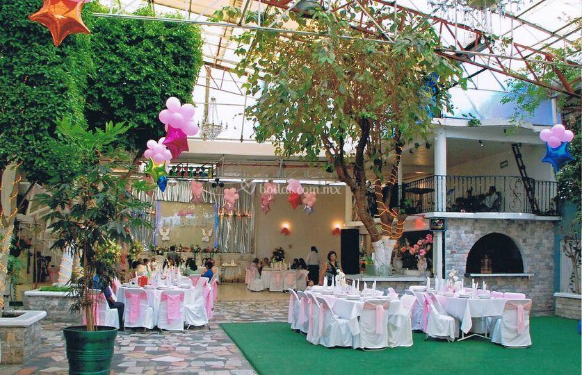Salon jard n los pavorreales for Menzah 5 salon de the