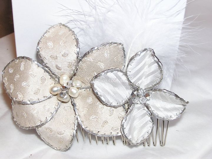 Tocado en seda con cristales