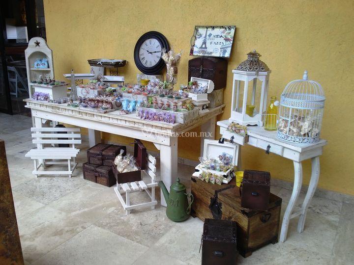 Mesa de postres vintage