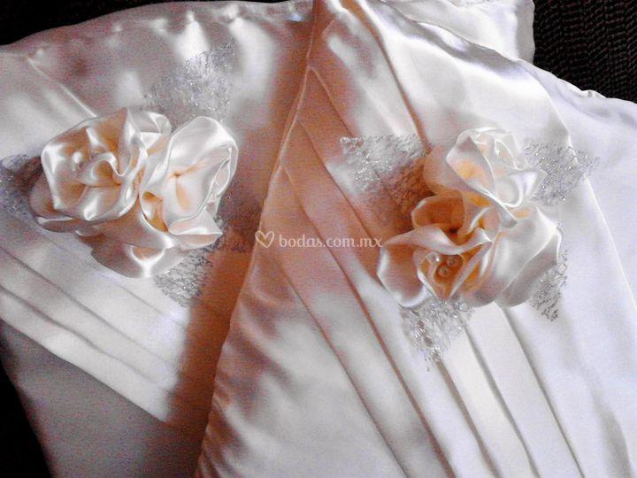 Cojines en perla y plata
