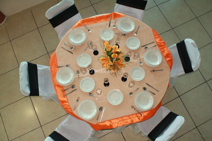 Mesa en naranja