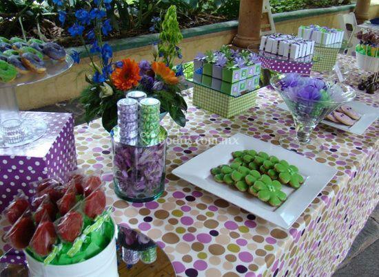 Montaje mesa verde y morada