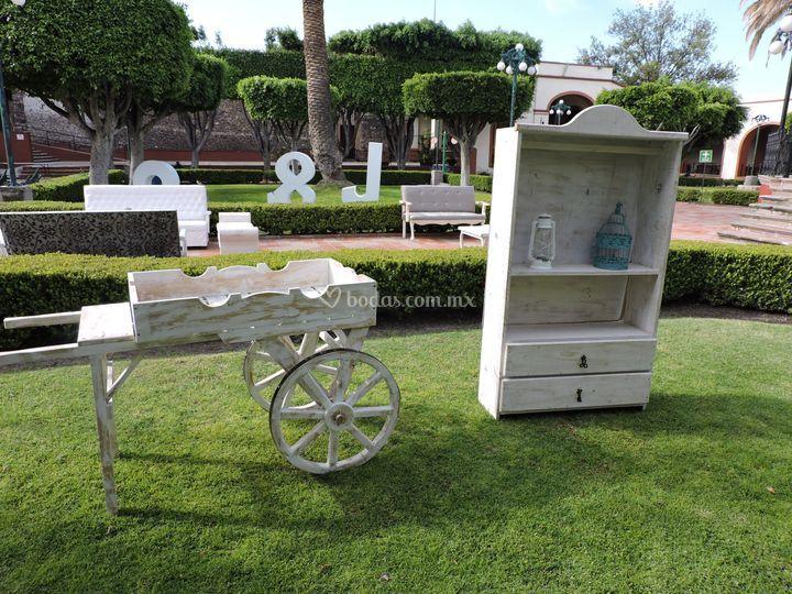 Mobiliario vintage milenio for Carreta de madera para jardin