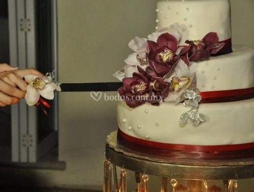 Bonito pastel de boda