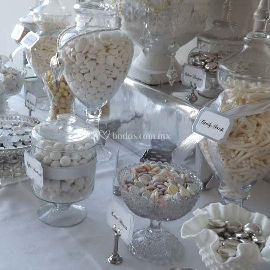 Mesa de dulces blanca