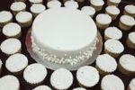 Pastel y cupcakes para Boda