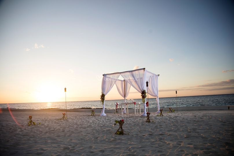 Montaje para boda en la playa
