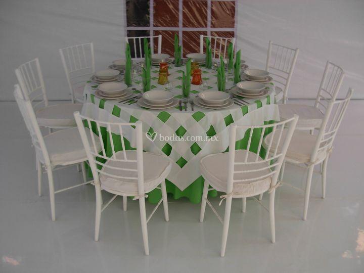 silla  tifani con mesa redonda