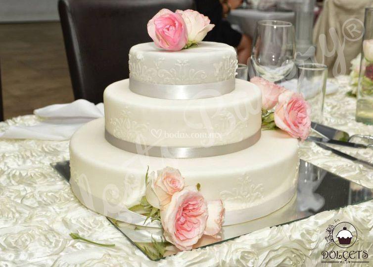 Pasteles De Boda Con Flores: Dolcets Bakery