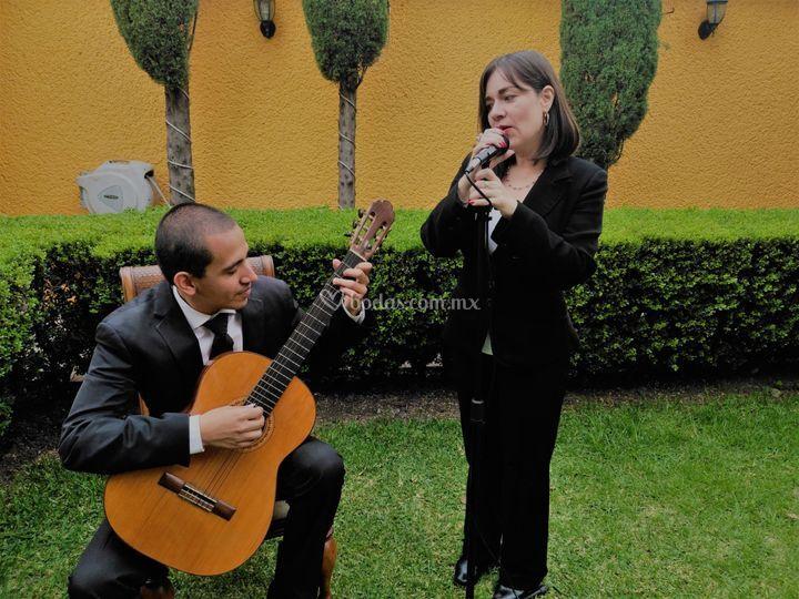 Misa: voz y guitarra