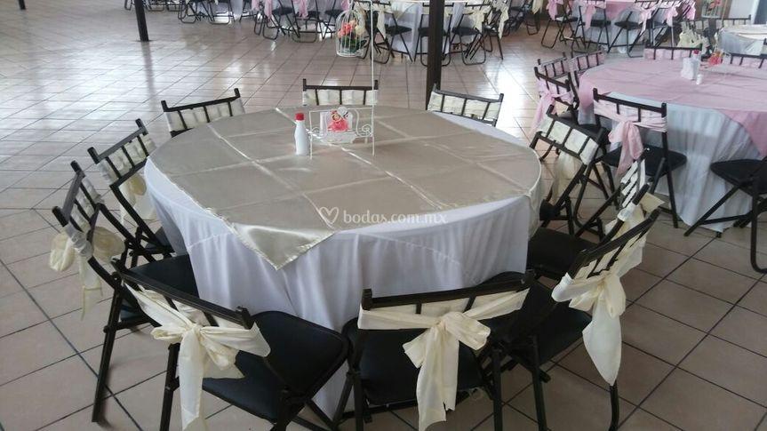Servicio de sillas y mesas