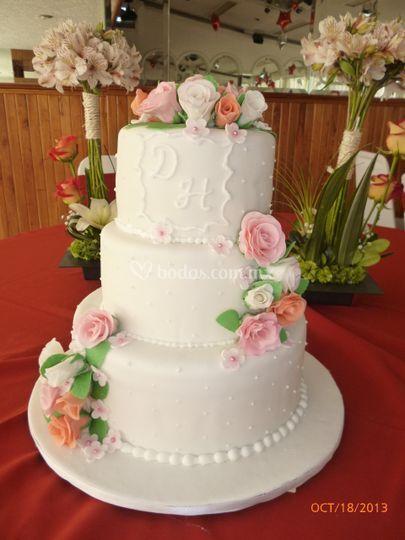 Pastel fondant rosas