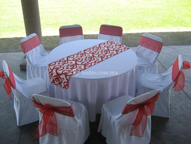 Decoración de mesas en blanco y rojo