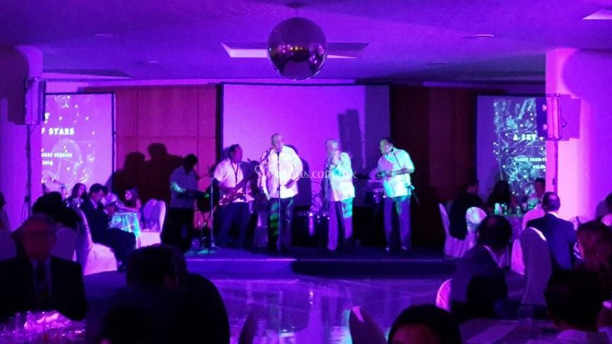 Servicio de DJ o grupo musical