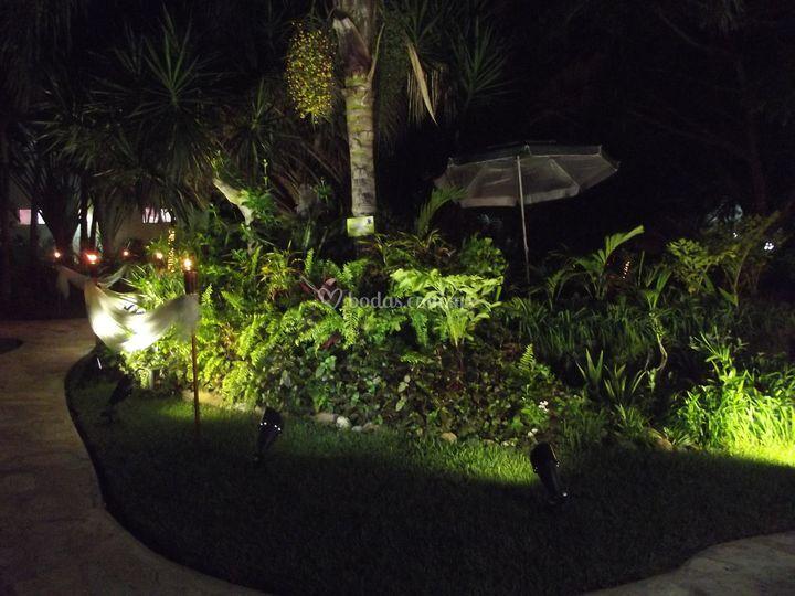 Iluminaci n de jard n de quinta el array n foto 50 - Iluminacion de jardines fotos ...