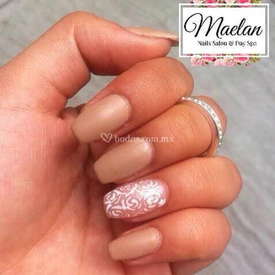 Uñas de acrílico color beige