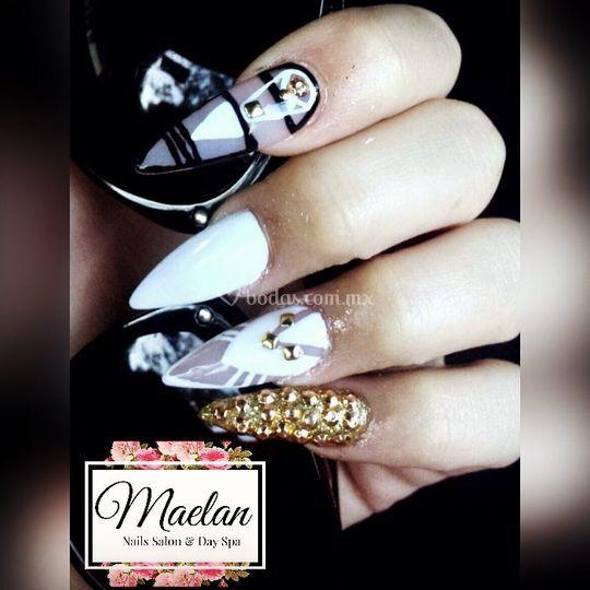 Uñas de acrílico black&white