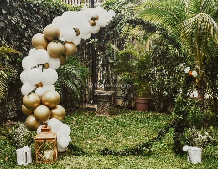 Gazebo con guirnalda de globos