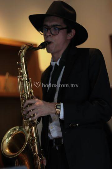 Leo Contreras, saxofonista